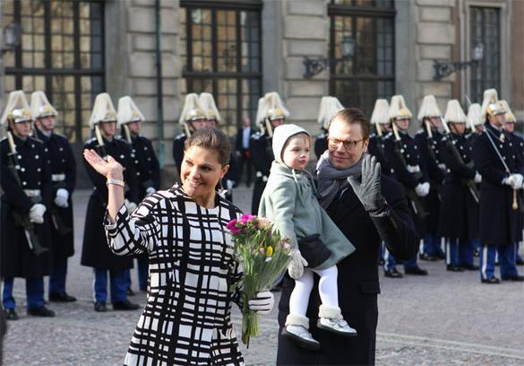 Даниэль и Виктория с принцессой Эстель