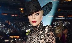 Леди Гага пришла на «Грэмми» в «голом» комбинезоне