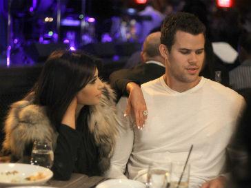 Крис Хамфрис попросил Ким Кардашьян (Kim Kardashian) не бросать его