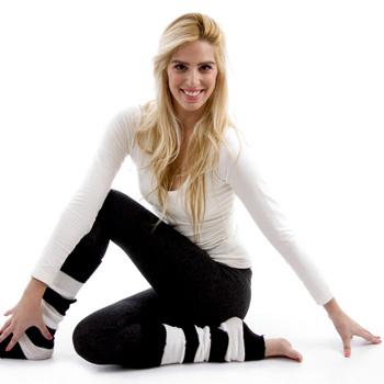 Садитесь на пол вправо (колени и голени остаются неподвижными), вставайте, а затем садитесь влево.