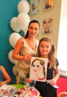 Екатерина Стриженова привела в школу свою младшую дочь Сашу