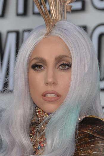 Королева эпатажа Леди Гага. (Кликните на фото, чтобы его увеличить).
