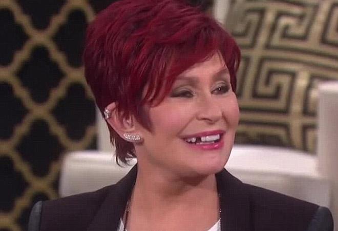 Шэрон Осборн потеряла зуб фото