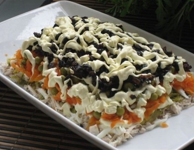 салат из курицы сыра и чернослива