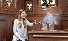 В Лондоне построили пивной бар из шоколада