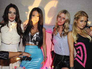 Линдсей Лохан (Lindsay Lohan), Элиссон Мельник (Allison Melnick), Ники Хилтон (Nicky Hilton), Пэрис Хилтон (Paris Hilton)