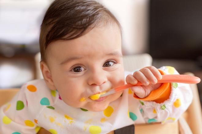когда дети начинают жевать пищу белье более