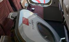 В Таиланде безумный пассажир перед вылетом оторвал дверь у самолета (фото)