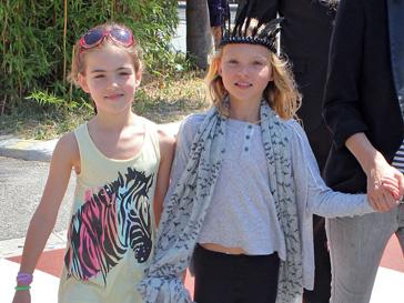 Дочь Кейт Мосс (Kate Moss) Лила (справа)