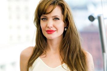 Анджелина Джоли на пресс-конференции в Москве.