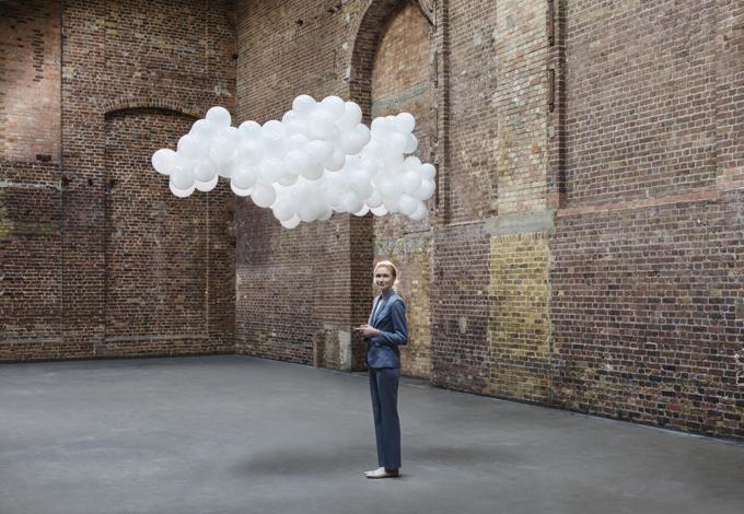 Женщина и облако