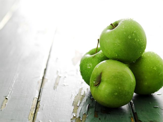 В чем польза зеленых яблок