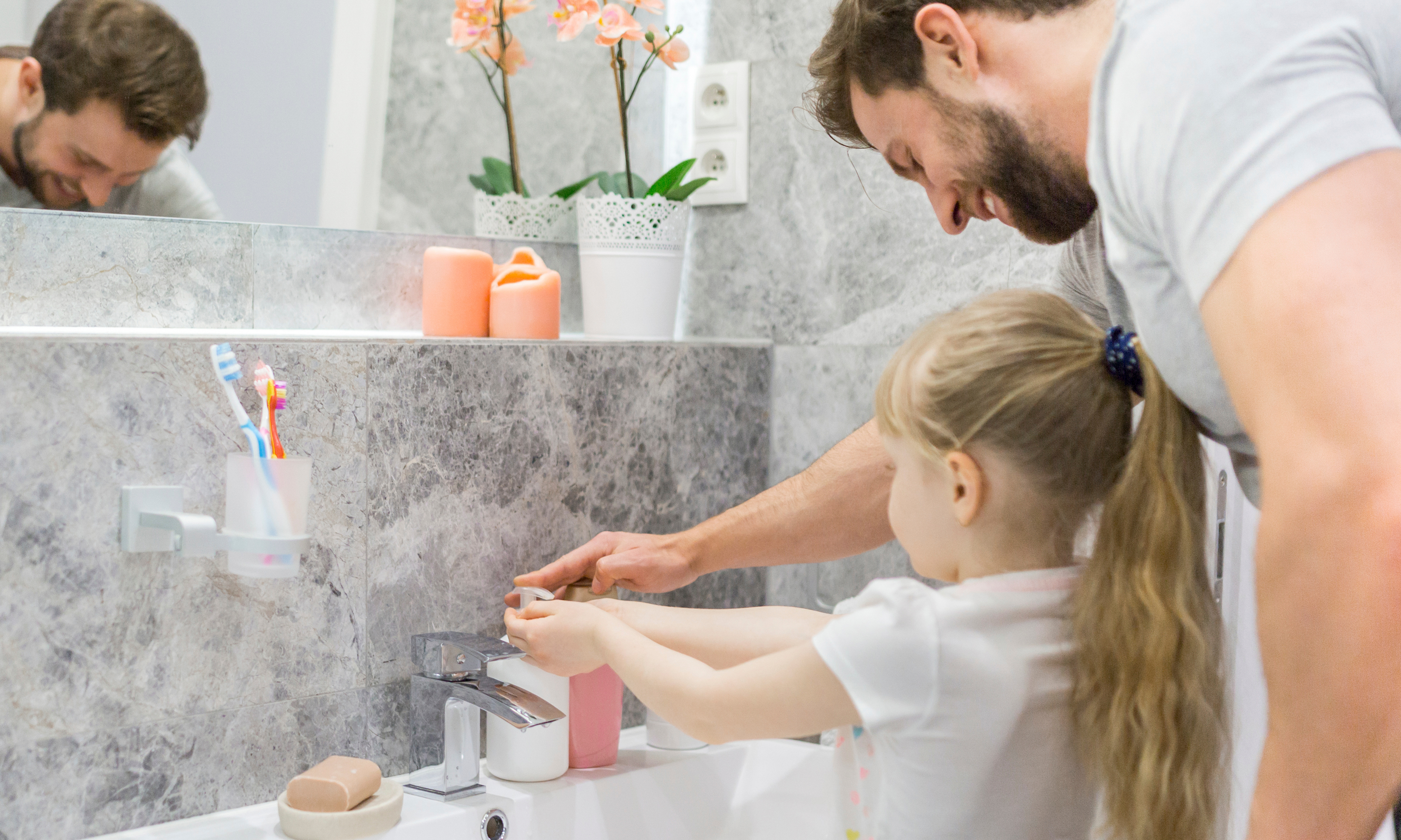 Папа снял гениальное видео, как приучить детей мыть руки