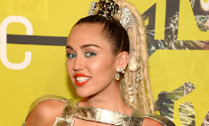 Майли Сайрус приехала на церемонию MTV почти голой