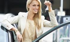 Блондинка за рулем разбила лобовое стекло принципиальному водителю: видео