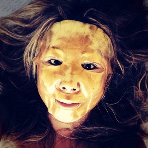 Анита Цой в маске фото