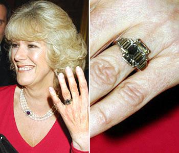 Кольцо Камиллы Паркет Боулз, платиновый шедевр арт деко с изумрудной сердцевиной в обрамлении бриллиантов, по слухам, ранее принадлежал Королеве Матери.