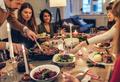 Еда на выживание: почему мы столько едим в новогоднюю ночь?
