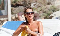Кейт Мосс отдыхает на пляже с семьей