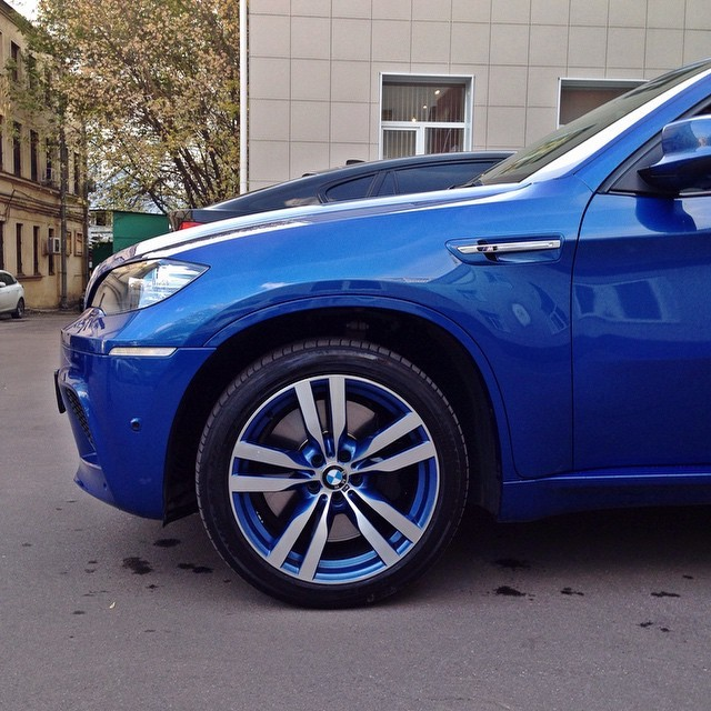 Павел Воля продает машину