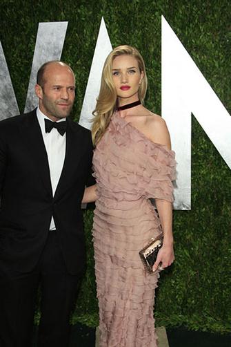 Джейсон Стэйтем (Jason Statham) с подругой Рози Хатйингтон-Уайтли (Rosie Huntington-Whiteley) на вечеринке Vanity Fair в честь окончания церемонии вручения Оскара, 24/02/2013