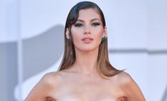 Российская топ-модель потрясла гостей кинофестиваля в Венеции своим декольте