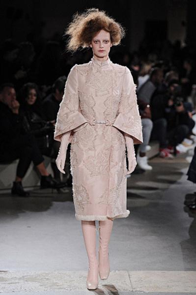 Неделя моды в Париже: показы Alexander McQueen и Paul & Joe ready-to-wear осень — зима 2015-2016   галерея [1] фото [9]