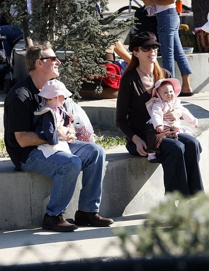 Марсия, ее муж Том и близнецы Саванна и Иден