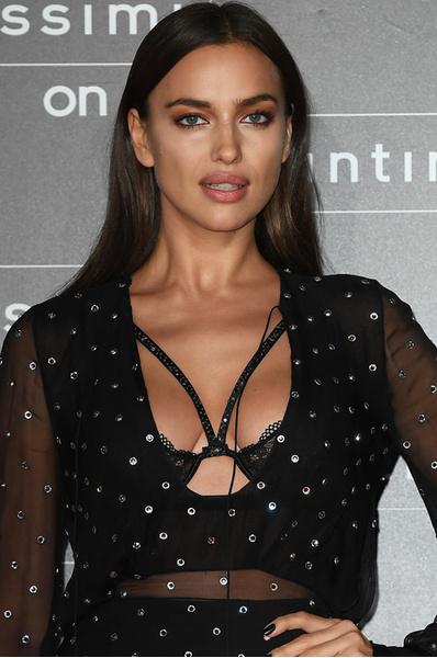 Ирина Шейк в голом платье