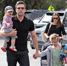 Аффлек и Гарнер проводят последний отпуск всей семьей