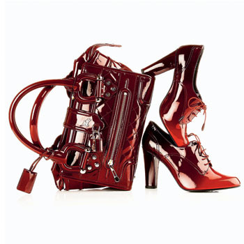 Сумка, Burberry; туфли со шнуровкой, Stuart Weitzman