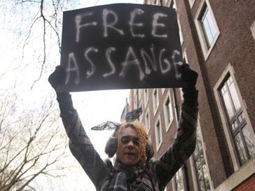 Вестминстерский суд Лондона отпустил Джулиана Ассанджа (Julian Assange) из-под стражи