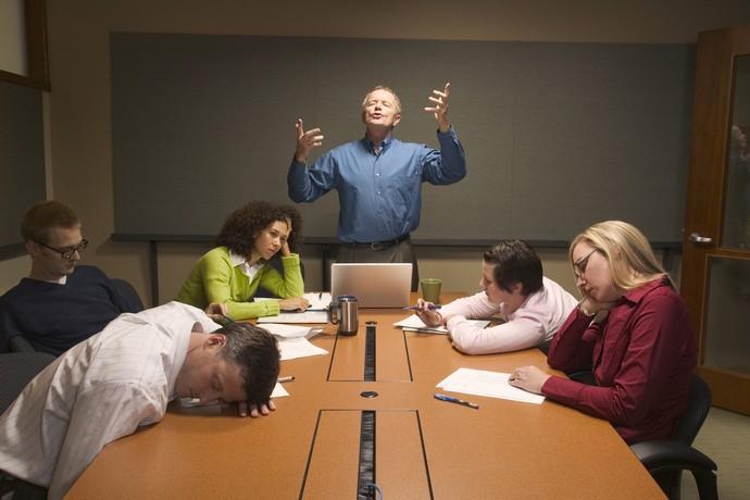 Секс в офисе на столе среди коллег — img 10