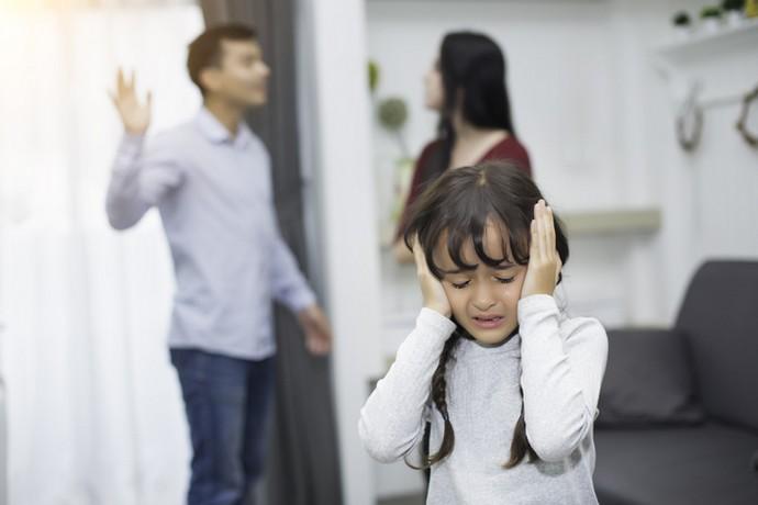 Резултат с изображение за «Супруг унижает меня при детях»