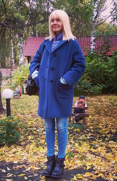 Валерия в синем пальто