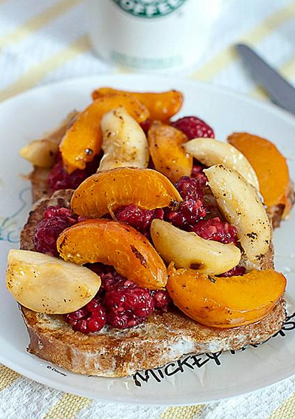 тосты с фруктами