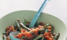 Зеленая фасоль с помидорами и чесноком