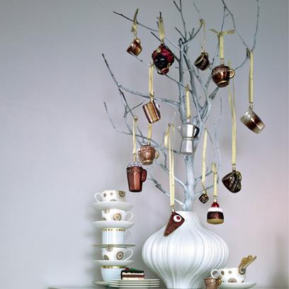 Если от старых чайных или кофейных сервизов у вас остались разрозненные чашки, не спешите их выбрасывать.