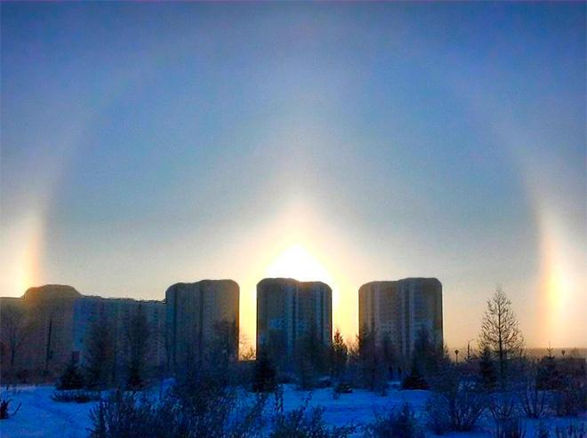 19 ноября в Челябинске наблюдали гало – взошло три солнца, фото горожан