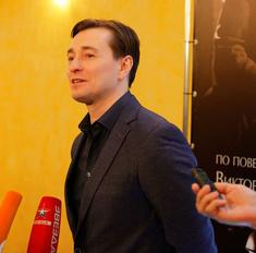 Сергей Безруков рассказал о спектакле «Веселый солдат»