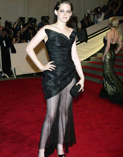Кристен Стюарт (Kristen Stewart) на Бале Института костюма Metropolitan Museum's Annual Costume Institute Gala, 2010 год