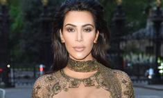 Ким Кардашьян вышла в свет без трусов и лифчика