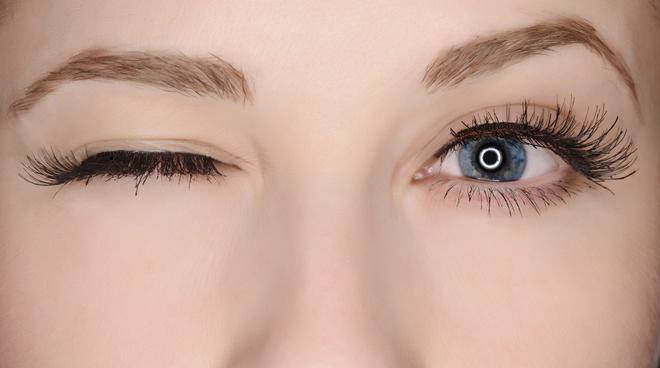 Увлажнить глаза