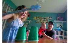 простой детский фокус пластиковым стаканчиком видео