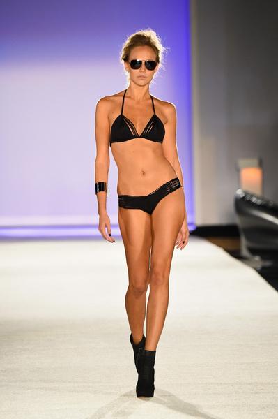 50 самых сексуальных купальников с Недели пляжной моды в Майами | галерея [1] фото [11]