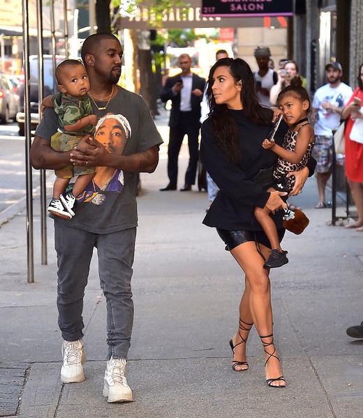 Ким Кардашьян стала мамой в третий раз