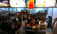 Свободная касса: звезды стали продавцами в «Макдоналдсе»