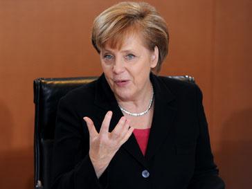Ангела Меркель (Angela Merkel) поддерживает реформу вооруженных сил страны