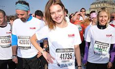 Наталья Водянова пробежалась по Парижу
