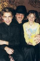 Михаил Боярский с сыном Сережей и дочерью Лизой
